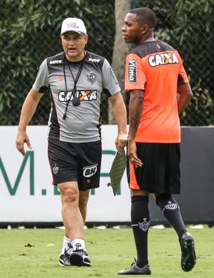 Diego Aguirre; Robinho; Atlético-MG (Foto: Bruno Cantini/CAM)