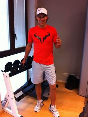 Rafael Nadal posa para foto no intervalo de seus treinos na academia (Foto: Reprodução / Facebook)