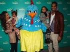 Famosos levam os filhos para conferir musical infantil 'Galinha Pintadinha' em São Paulo