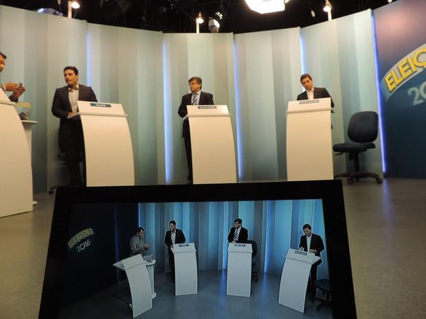 Estúdio da TV TEM está preparado para o debate dos candidatos à prefeitura de Marília (Foto: Heloísa Casonato/G1)