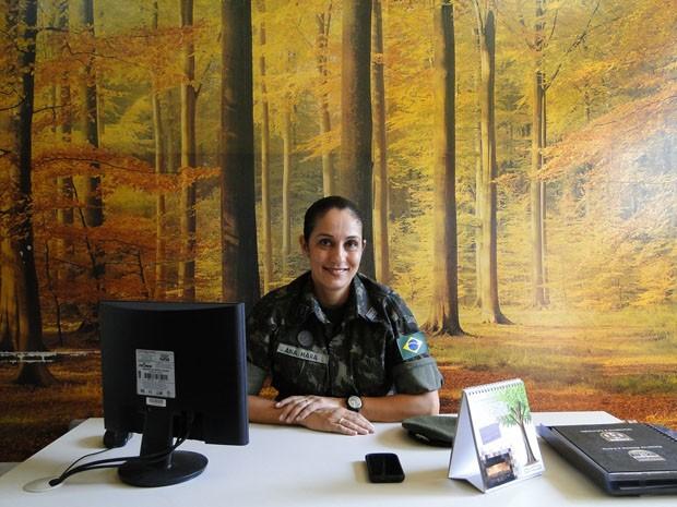 Major Ana Mara em escritório do Colégio Militar de Belo Horizonte. (Foto: Cristina Moreno de Castro / G1)