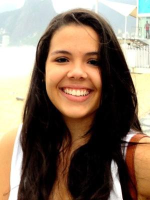 Jovem de 22 anos foi morta no bairro do Costa Azul (Foto: Reprodução/Facebook)
