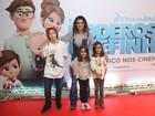 Giovanna Antonelli leva os três filhos ao cinema no Rio