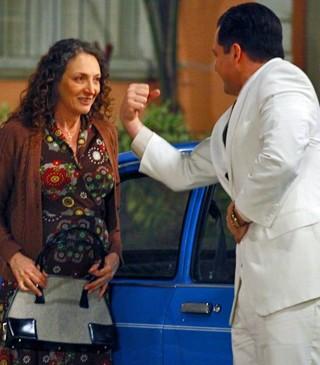 Semíramis fica encantada com Nenê (Foto: Guerra dos Sexos/TV Globo)