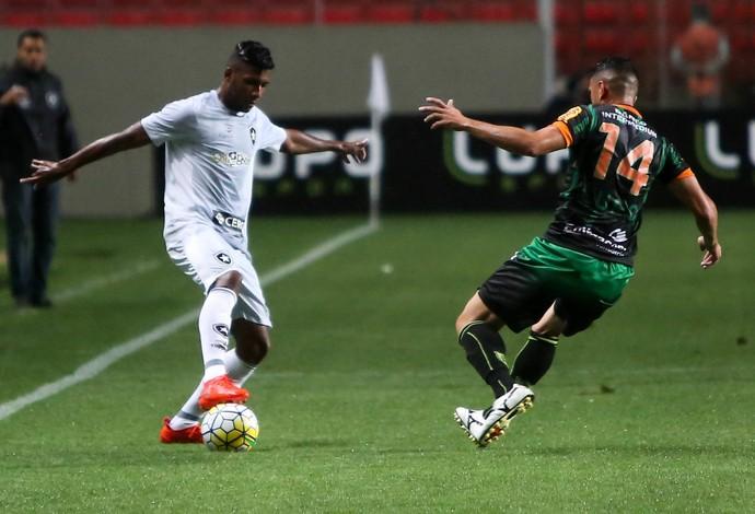 Emerson em ação pelo Botafogo contra o América-MG (Foto: FERNANDO MICHEL/AGÊNCIA O DIA/ESTADÃO CONTEÚDO)