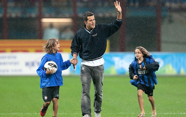 Julio César despedida Inter de Milão (Foto: Agência AP)