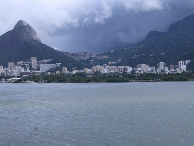 Frente fria chega ao Rio com chuva e vento nesta quarta-feira (Foto: José Raphael Berredo/G1)