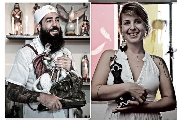 """À esquerda, Edi, o artesão que é """"filho de Ogum"""", orixá equivalente a São Jorge. À direita, Karen Keppe, 29, produtora cultural e """"filha de Xangô"""": """"A umbanda é mais sincera"""" (Foto: Rogério Assis)"""