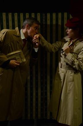 Dalton Vigh e a mulher, Camila Czerkes, na peça (Foto: Alan Foster)