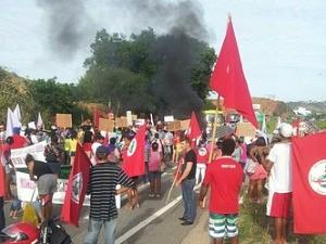 Integrantes do MST  bloqueiam BR-259, em Colatina, Espírito Santo (Foto: Divulgação/PRF)
