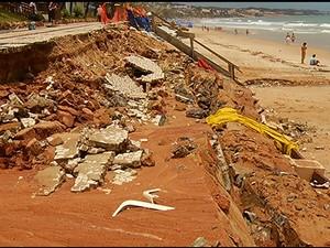 Calçadão ficou ainda mais destruído depois da forte chuva (Foto: Reprodução/Inter TV Cabugi)