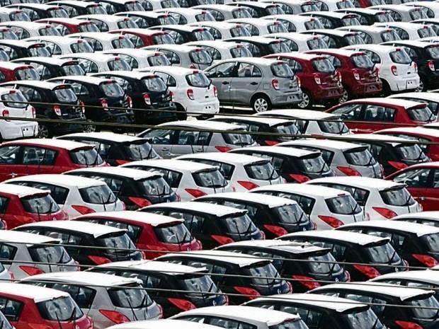 Com pátios lotados, trabalhadores e concessionários tentam acordo para evitar demissões em massa  (Foto: Carlos Alberto Silva/ A Gazeta)