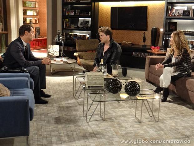 Niko fica passado ao saber que Eron vai aceitar as exigências de César (Foto: Amor à Vida / TV Globo)