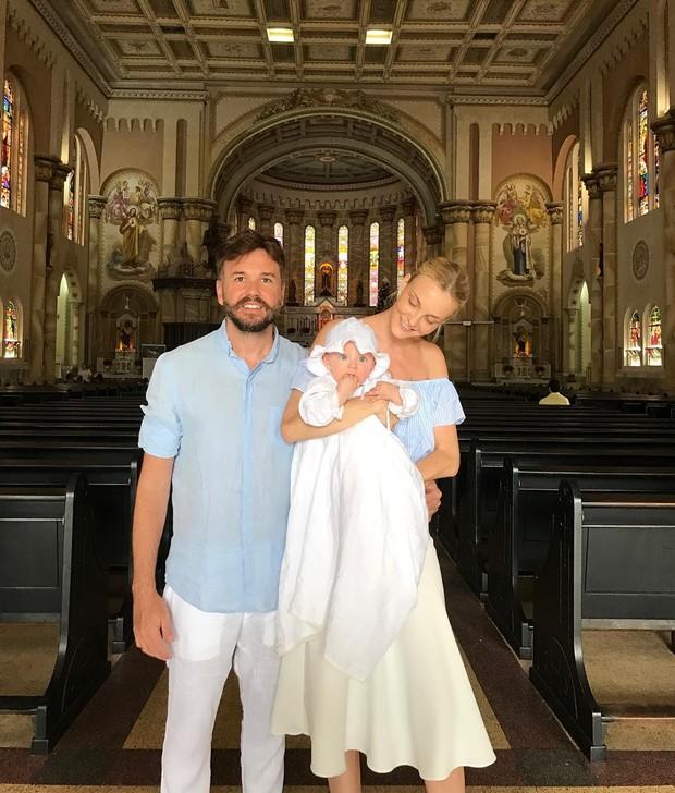 Carol Trentini batiza o filho Benoah (Foto: Reprodução / Instagram)