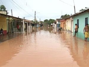Moradores de 15 bairros de Itaituba, no sudoeste do Pará, ficam desabrigados após forte chuva neste sábado (2). (Foto: Reprodução/ TV Liberal)