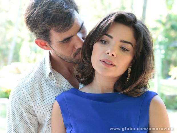Aline procura Ninho e os dois se tornam aliados (Foto: Pedro Curi/ TV Globo)
