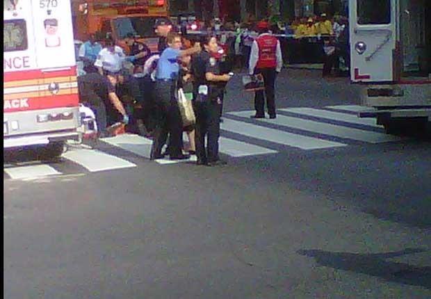 Equipes de resgate socorrem vítimas do tiroteio em Nova York (Foto: Reprodução)