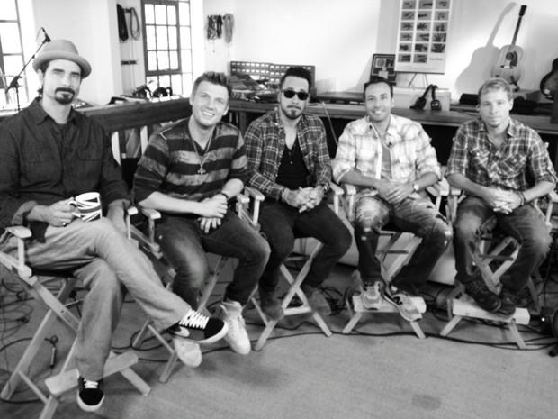 Os cinco Backstreet Boys originais em foto postada nesta terça-feira (17), no Twitter, por Kevin Richardson (à esquerda) (Foto: Reprodução Twitter)