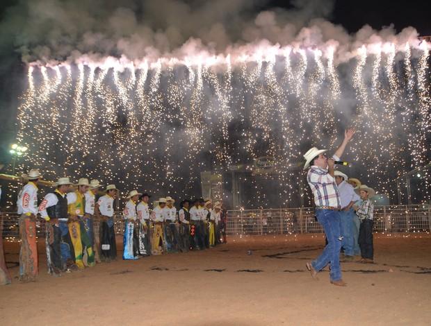 Cascata no rodeio 2013 (Foto: Nathacha Albuquerque/GE)