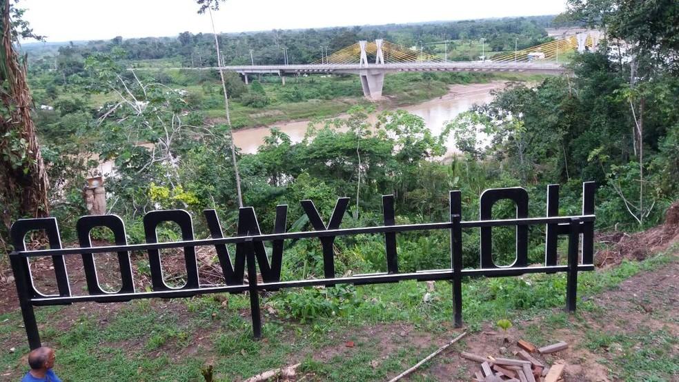Área comprada por médico fica em ponto alta na cabeceira da ponte em Feijó  (Foto: Rosaldo Aguiar/Arquivo pessoal )