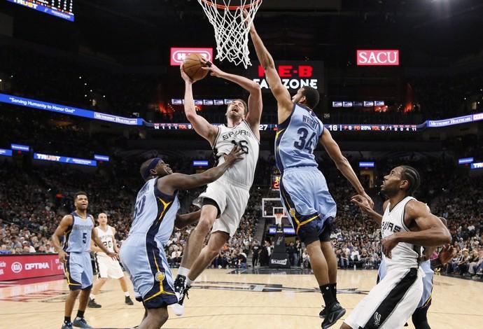 O San Antonio Spurs venceu o Memphis Grizzlies, no AT&T Center (Foto: Reuters/Soobum Im-USA TODAY Sports)