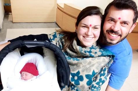 Adriana Garambone com o marido, Arthur, e o filho, Gael (Foto: Arquivo pessoal)