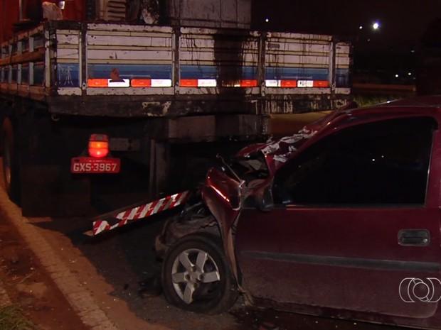 Motorista bêbada e só de calcinha atropela operário em rodovia de Goiânia, Goiás (Foto: Reprodução/TV Anhanguera)