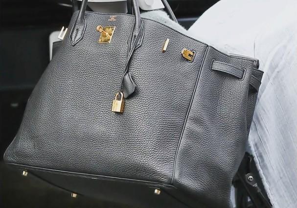 Bolsa maternidade de Kim Kardashian é da Hermès (Foto: Reprodução)