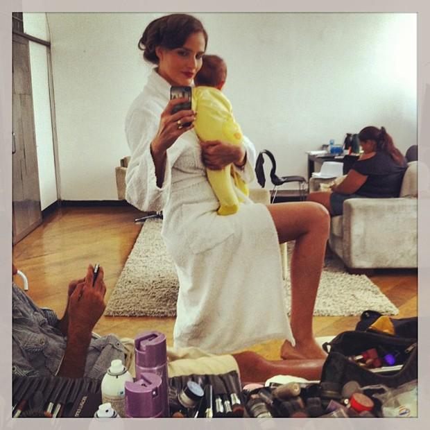 Fernanda Tavares posta foto com o filho no colo (Foto: Instagram / Reprodução)