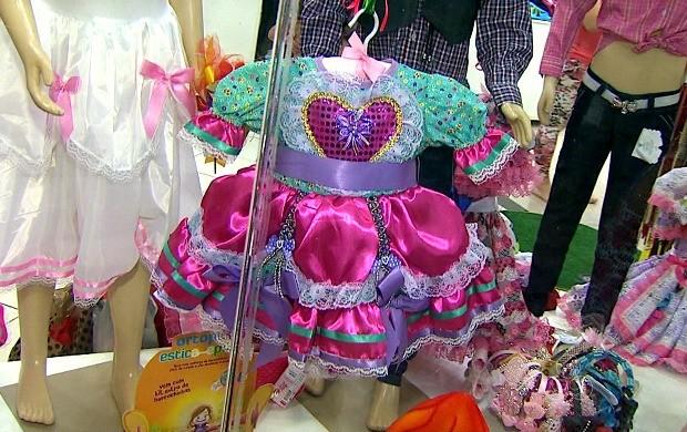 Várias lojas já estão com artigos de festa junina expostos (Foto: Bom Dia Amazônia)