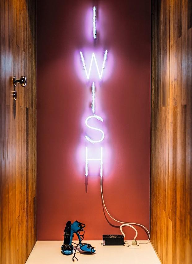 Néon I wish para o corredor da área íntima (Foto: Edu Castello / Editora Globo)