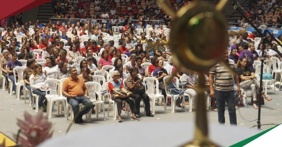 Público durante edição do Vem Louvar em 2015 (Foto: Renovação Carismática Católica/Divulgação)