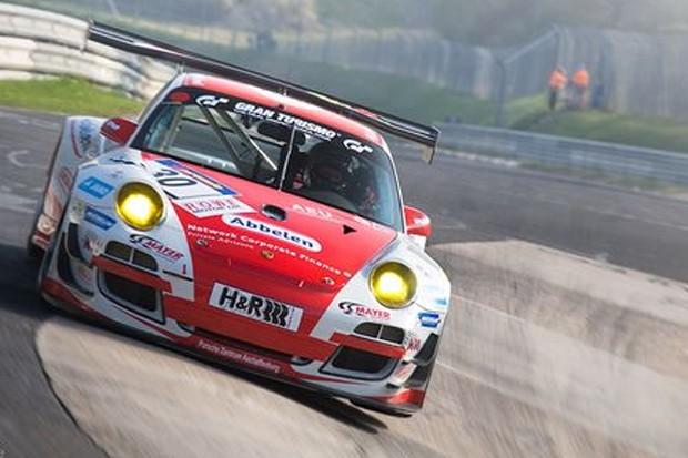 Porsche 911 GT3 R - Frikadelli Racing Team de Sabine nos seus 22,810 km (14,173 milhas) de pista (Foto: Divulgação/Shurazero Hide Ishiura / StudioZero.de)