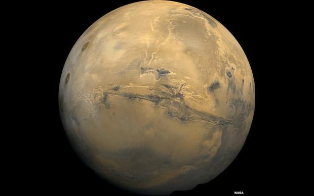 4. O Valles Marineris, apelidado de Grand Canyon de Marte, na imagem produzida a partir de um mosaico de fotos tiradas pela sonda Viking (Foto: Nasa)