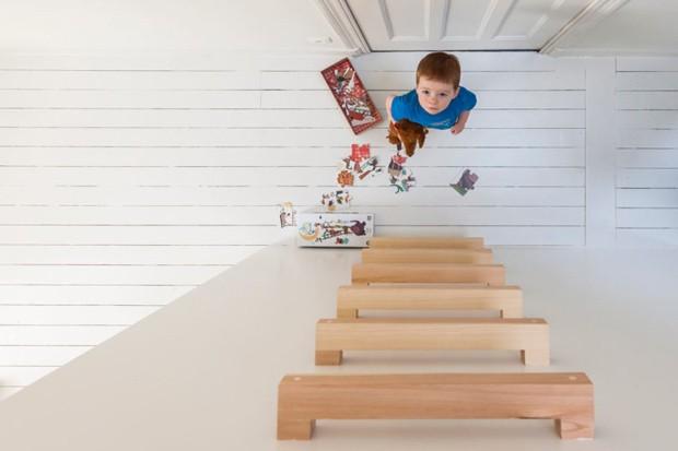 Uma escada leva ao playground instalado acima das camas (Foto: Divulgação)