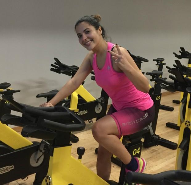 Gyselle Soares no spinning, aula que a fez secar cinco quilos (Foto: Carlos Felipe/Divulgação)