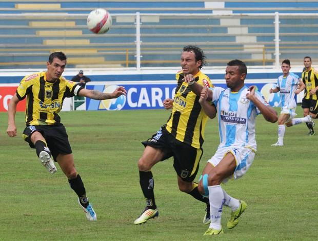 Macaé e Volta Redonda duelaram no Moacyrzão pelo Carioca 2013 - 2 (Foto: Tiago Ferreira)