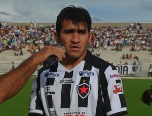 Guto, volante do Botafogo-PB (Foto: Juliana Bandeira / GloboEsporte.com/pb)