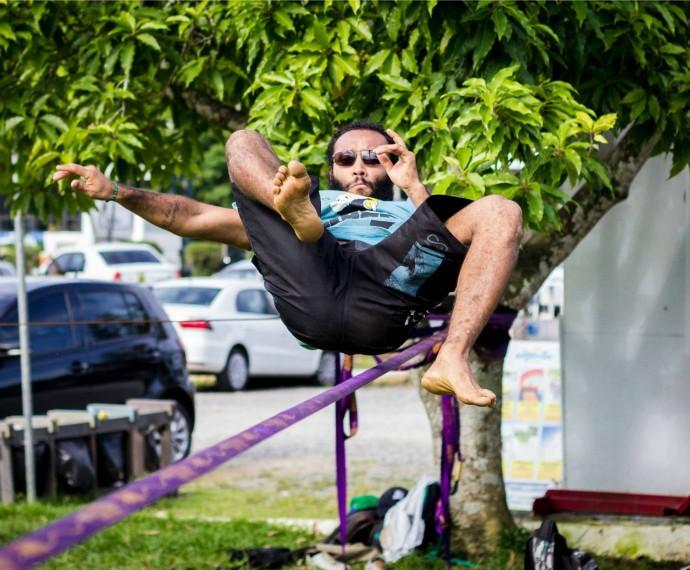 Diogo Fernando Mistura com Rodaika Slackline (Foto: Divulgação/Nas Ondas com Banana)