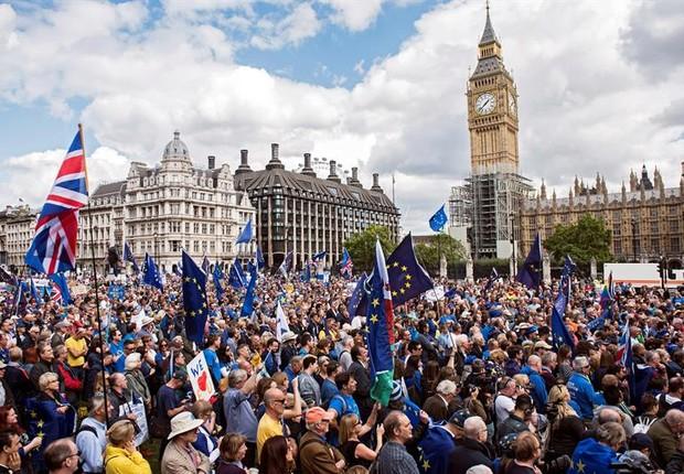 Milhares marcham em Londres contra o Brexit - Reino Unido - Saída da UE (Foto: EFE/EPA/WILL OLIVER)