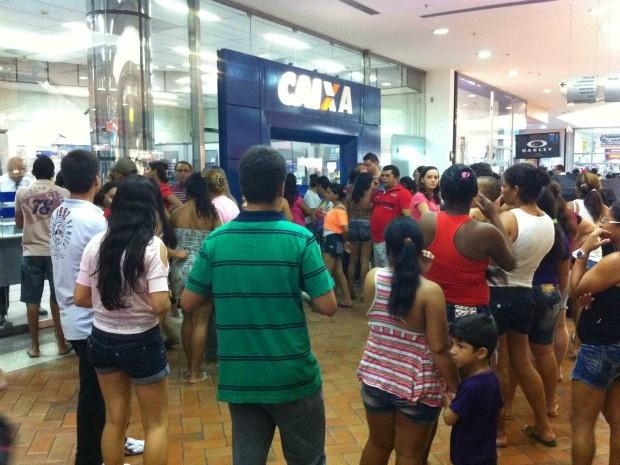 fila em shopping center do ceará (Foto: ceará, fortaleza)