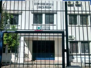 Escolas da rede estadual amanheceram com as portas fechadas (Foto: Felipe Ramos/G1)
