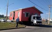 Casa é transportada por caminhão  (Dupla falsificava bebidas com tempero (Edson Buachack Pereira / Arquivo pessoal))