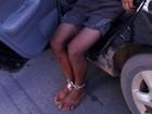 Suspeito de roubar loja é acorrentado por moradores em Caratinga, MG