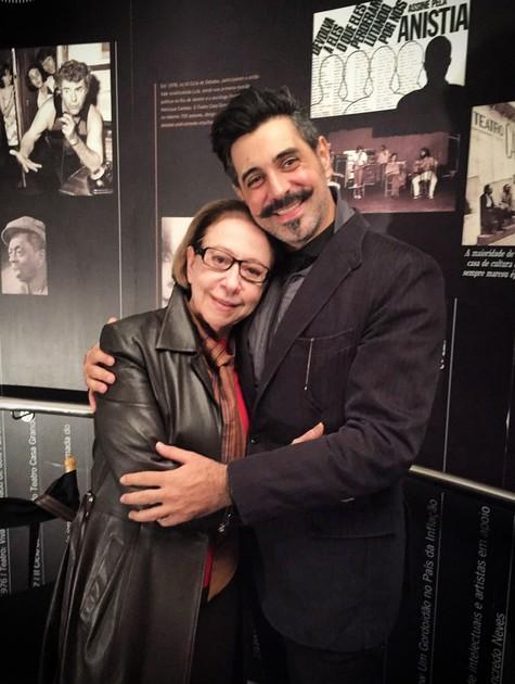 Fernanda Montenegro e o diretor Jorge Farjalla nos bastidores da filmagem de 'O cravo e a rosa – O documentário' (Foto: Divulgação/Fran Mattoso)