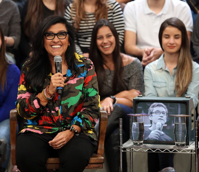 Regina Casé participa do programa Altas Horas (Foto: Carol Caminha/Gshow)