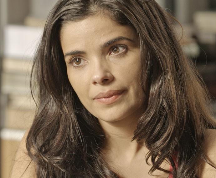 Tóia é surpreendida com pedido de Romero (Foto: TV Globo)