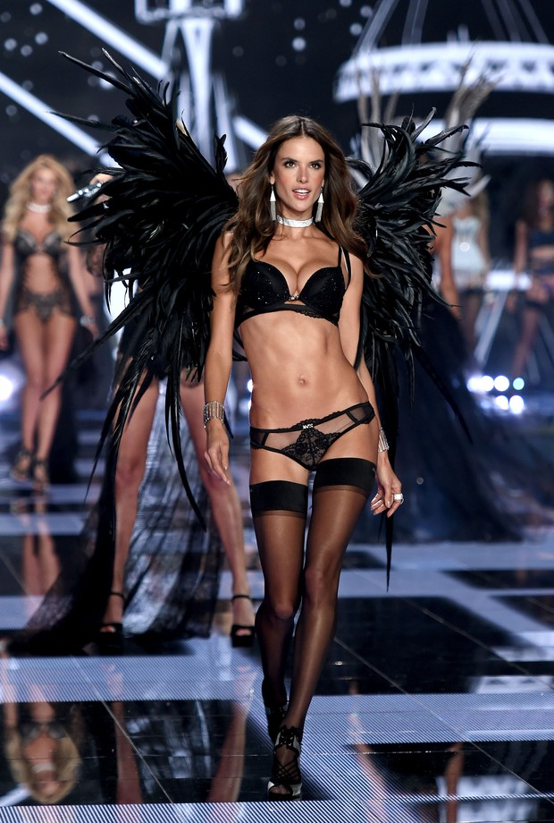 Victoria's Secret Fashion Show 2014 - Alessandra Ambrósio (Foto: Getty Images)