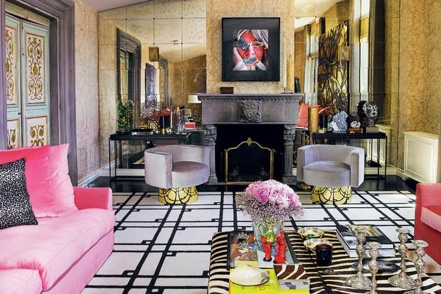 Renove o lar com o tapete preto e branco (Foto: Reprodução)