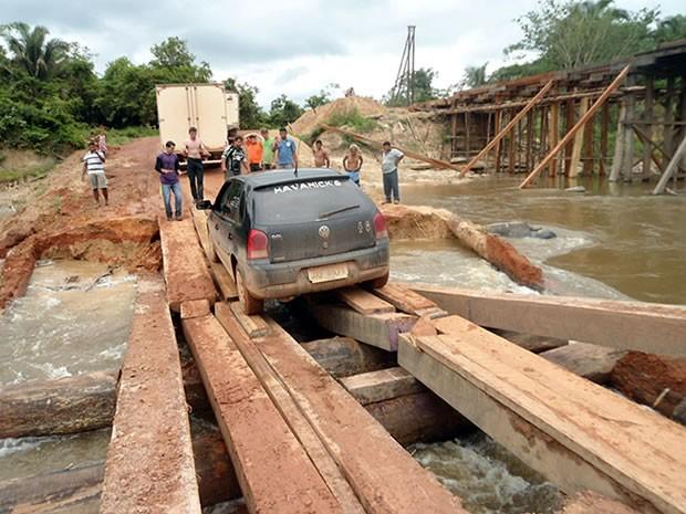 Moradores estão há três dias sem ter acesso ao município de Aripuanã (Foto: Cleverson Veronese/Top News)